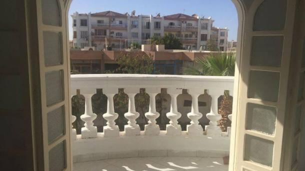 For sale apartment with 2 bedrooms and a separate kitchen in the popular area of Mubarak 2
